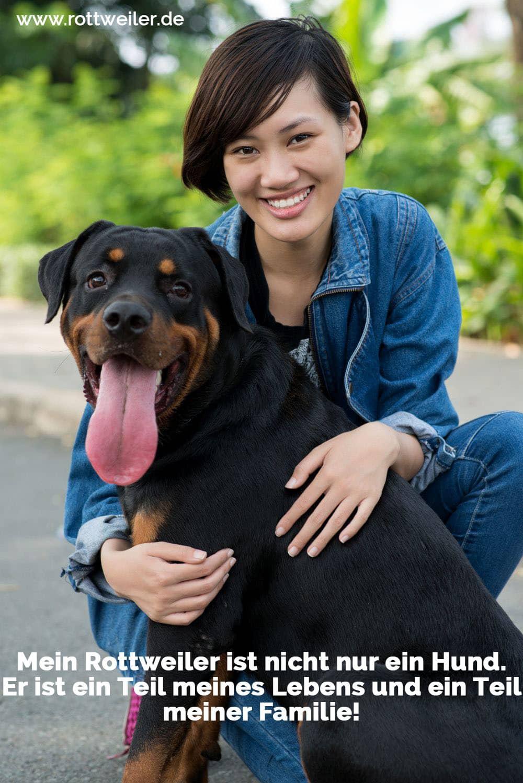 Junge Frau mit ihrem Rottweiler